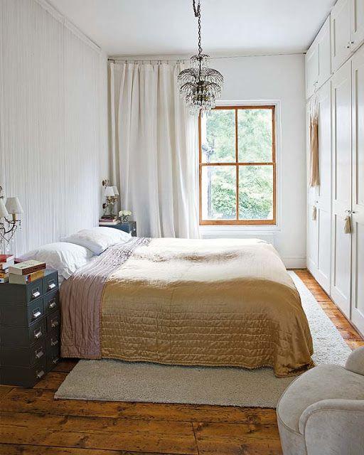 NOIR BLANC un style: A Londres, une petite maison victorienne au style bohème blanc.