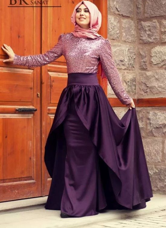 Today we see some beautiful and unique hijab dresses which makes women look extremely graceful. The best thing is that they can maintain their same sanctity in this modernized version of Hijab as well. Women can try out different accessories and jewelry to uplift their personality further.