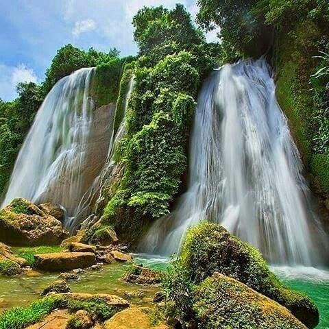 Cikaso waterfall, Sukabumi, West Java.  © Herukmj