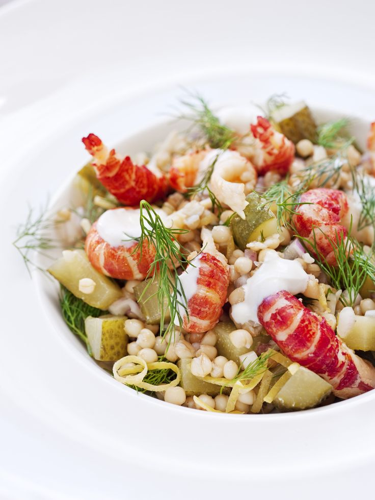 Dill cooked crayfish with Västerås cucumber and spelt. Photo by; Jakob Fridholm