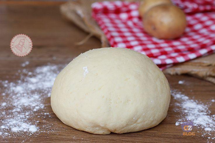 L' impasto di patate una ricetta base facile, veloce e perfetta per ogni tipo di preparazione. Facile e veloce da preparare.