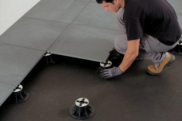 Carrelage Clipsable 2cm Comment Realiser Une Pose Sur Plots Carrelage Clipsable Carrelage Carrelage Terrasse