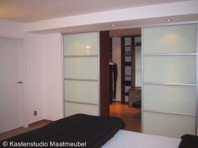 prachtige inloopkast in gedeelte slaapkamer, gemaakt door Kastenstudio Maatmeubel - www.inloopkasten.com