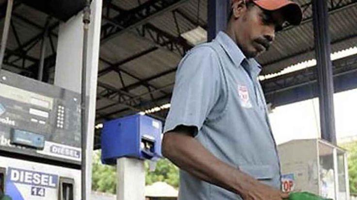 पेट्रोल की कीमत में 12 पैसे प्रति लीटर की बढ़ोतरी, डीजल के दाम घटे