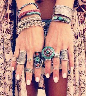 http://vialactealeatoria.blogspot.com.br/2016/07/segredos-para-enfeitar-sua-mao-no.html #boho #indian #indiana #hippie #chique #moda #tendencia #olho #anel #acessórios                                                                                                                                                     Mais