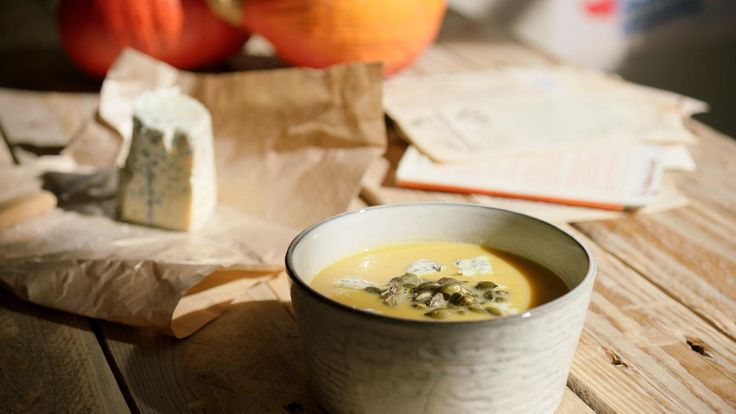 Pompoensoep met blauwe kaas en pompoenpitjes | Dagelijkse kost