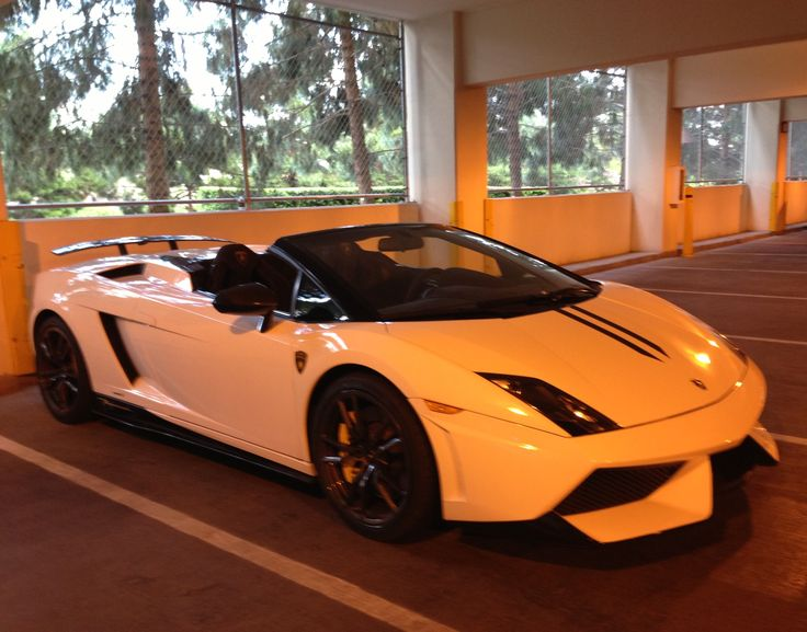Lamborghini convertible at The Encore Hotel Vegas Valet Parking - photo by Wendy Tomoyasu