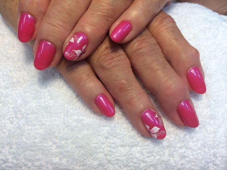 White flower design. Pink nails. Beautiful design