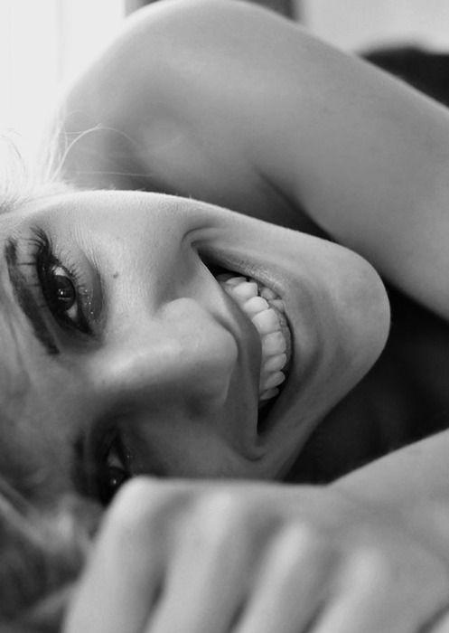 sorria apesar de estar triste, o sorriso é alimento para a alma....