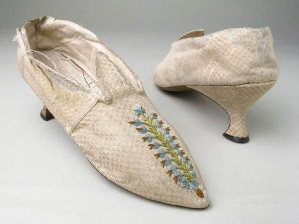 Cream figured silk shoes embroidered over kid and linen