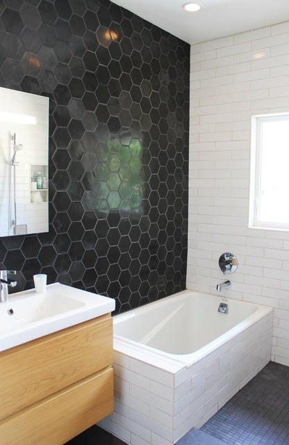 Love the tile on the wall, the black and the white! Have that bathroom reno that we still have to deal with...hmmm....