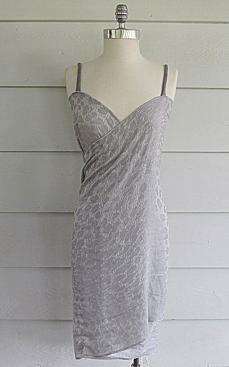 Wobisobi: Scarf Cover up / Dress, Easy DIY. - revamp of the beach cover up dress. Love her ideas!