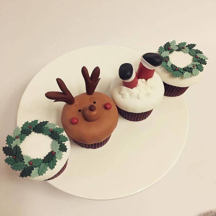 MERRY CHRISTMAS . . #메리크리스마스#크리스마스선물#크리스마스케익 #슈가컵케익#슈가크래프트#부산케익#컵케이크#디저트 #산타#루돌프#리스#연인#기념일선물#콤마케익