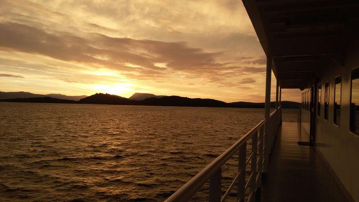 Ροδοχαράζει η ανατολή και φτερουγίζει η μέρα.. ♥ #sunrise between Nydri and Meganissi,  #Lefkada island.