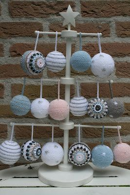 Super cute crochet christmas balls! #crochet #christmas