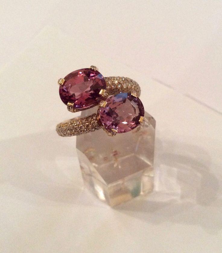 Giochi di luci e trasparenze #peppinocapuanojewelry#palazzocaffarelli#viacondotti#luxurywedding#engagementring#pinkgold#diamonds#spinels#cut#stones#handcrafing