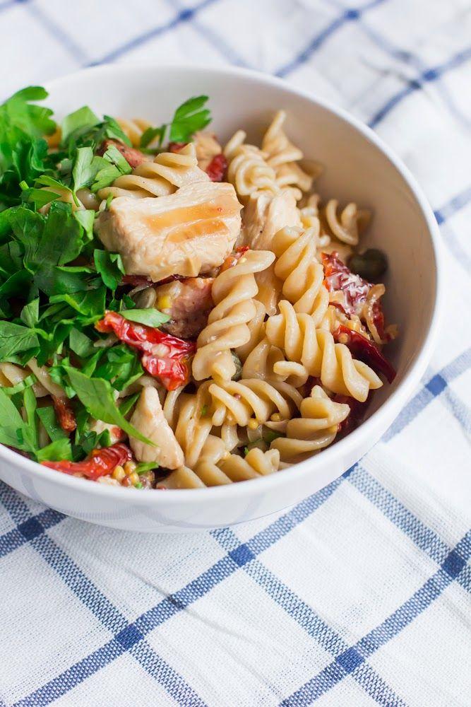 Świderki z kurczakiem, suszonymi pomidorami i kaparami #gryz #MagazynGRYZ