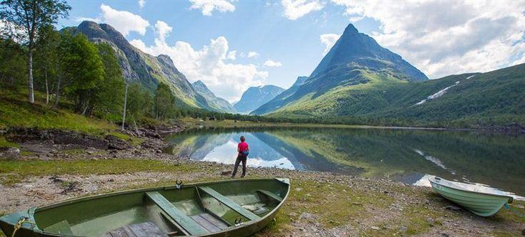 Vi gikk innover Innerdalen en vakker sommerdag for selv å kunne oppleve det mange påstår er Norges vakreste dal. For å si det med en gang, det er uten tvil den vakreste dalen jeg har besøkt i Norge.