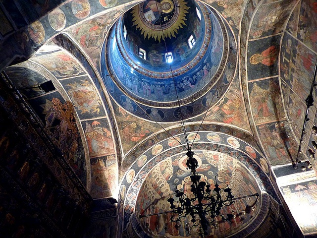 The interior of the Biserica Stavropoleos (Bucharest) by frans.sellies,