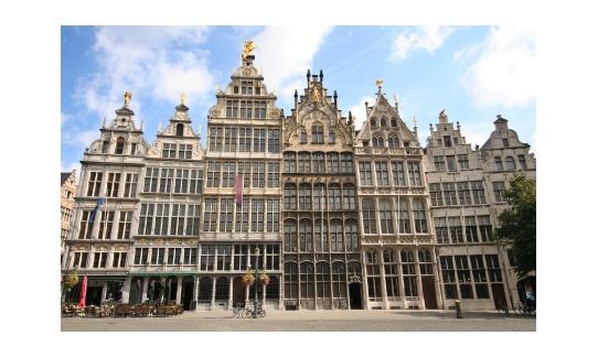 Antwerpen ligt op 20 minuten rijden van FarmCamps de Kamperhoek, super leuk voor een dagtripje vol cultuur en shopping.