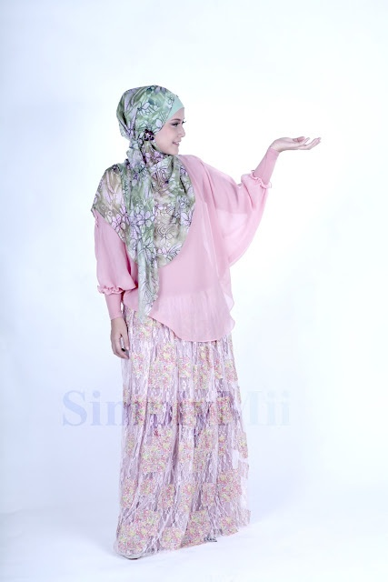 SimplyMii - Sofie Baby Button Top - Marshmallow IDR 175.000 (Size S-M and M-L) | Sofie Lace Skirt - PinkBerry IDR 25O.OOO (Size S-M and M-L)