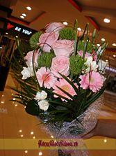 Buchet din trandafiri roz, gerbera roz, diantus - livrare flori in Vaslui