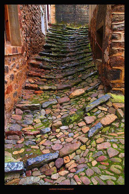 Empedrado piso construido con piedras de r o o canto for Como nivelar un piso de tierra