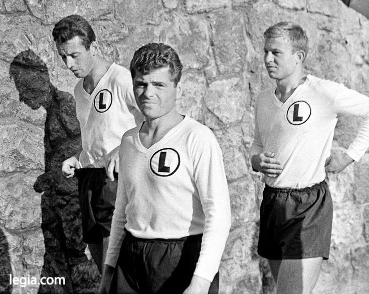 Fot. EUGENIUSZ WARMIŃSKI  Koniec lat 60. Od lewej - Janusz Żmijewski, Lucjan Brychczy i Jerzy Woźniak.