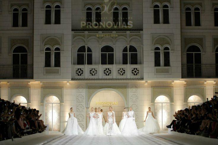 Vrijdag 9 mei was het 50 jarig jubileum van het meest bekende bruidsmodemerk ter wereld: Pronovias. Tevens werd de allernieuwste bruidsmode collectie geshowd.