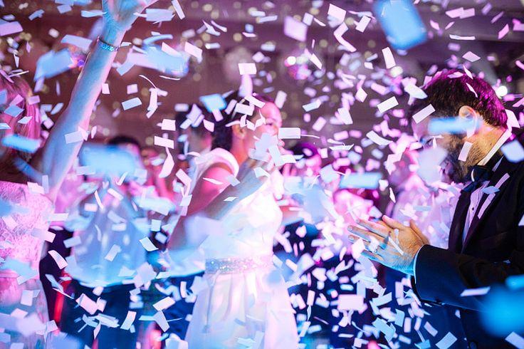 Explosión de papelitos!!!! Salon Santa Lucia Foto por Rodriguez | Mansilla