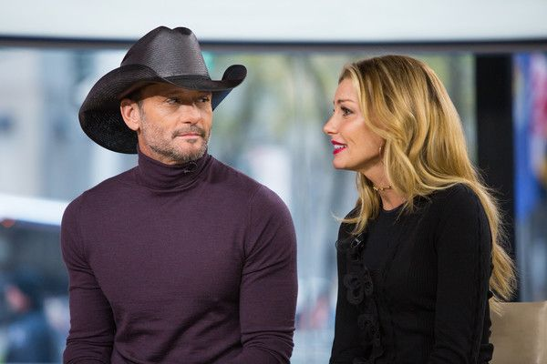 """Faith Hill Photos - TODAY -- Pictured: Tim McGraw and Faith Hill on Friday, November 17, 2017 -- - NBC's """"Today"""" Season 66"""