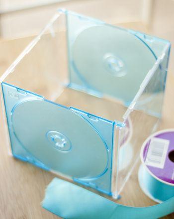 """Met 2 cd-doosjes maak je bakjes als onderverdeling in je lade - Engelstalige instructies onder de link """"show instructions"""""""