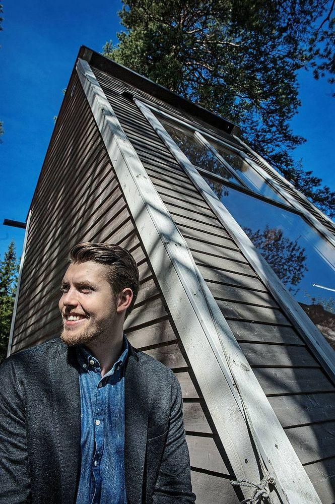 Robin Falck är inte rysligt gammal nu heller men han var bara 19 när han för fyra år sedan genomförde sin dröm och byggde sig ett eget sommarhus. Falcks grepp om sitt sommarhus vittnar om en kommande kometkarriär som formgivare.
