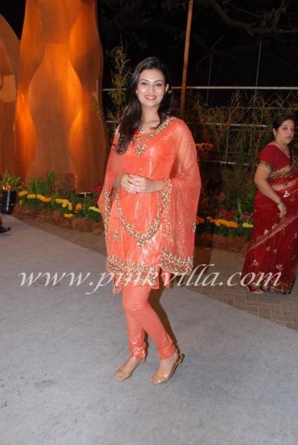 Yukta Mookhey & Sayali Bhagat at Venugopal (Videocon) Dhoot's daughter wedding | PINKVILLA