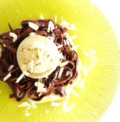 Tagliatelle de Chocolate com Gelado de Chá Verde e Molho de Baunilha ~ Sabores da Alma