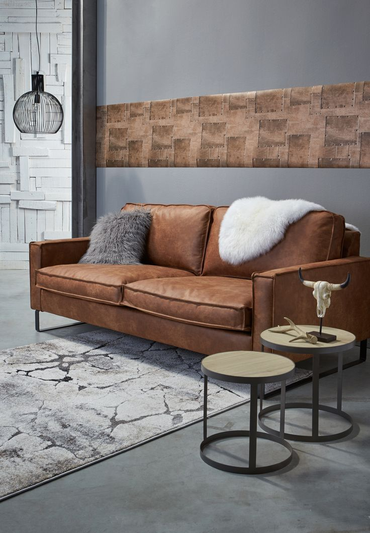 Voor een stoere uitstraling in de woonkamer: cognackleurige bank LOMBARDO #bank #cognac #woonkamer #kwantumbelgie #wonen #interieur