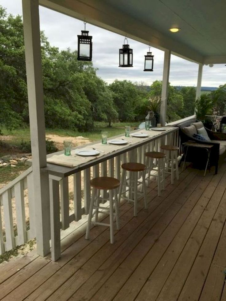 Nice 60 Amazing Farmhouse Porch Decor Ideas https://decorapatio.com/2018/02/22/60-amazing-farmhouse-porch-decor-ideas/