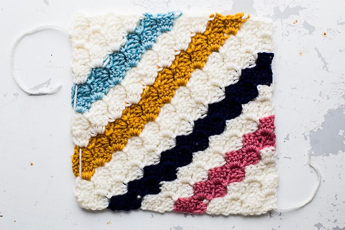 How to crochet the beautiful Deramores Cedar River blanket for the 2015 Studio CAL. Use Kat's easy-to-follow step-by-step instructions with helpful images.