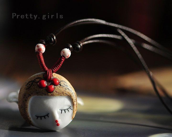 Alibaba グループ | AliExpress.comの ペンダント ネックレス からの 女性の顔のネックレスの土器材料: セラミックス, セラミックビーズ, ワックスコードサイズ: 長さ40cm合計, 収縮が自由に. 妖精の面の直径約3.5センチメートル &n 中の 卸売トレンディジュエリー セラミックス ビーズ妖精ネックレス女性ギフト ファッション人格チャーム気質アクセサリー
