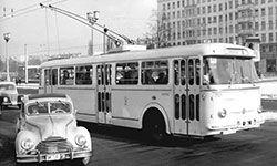 1966 Berlin (Ost)Neuer Skoda O-Bus Linie 40 vom Ostbahnhof zum Robert-Koch-Platz hier in der Karl-Marz-Allee Ecke Fruchtstrasse