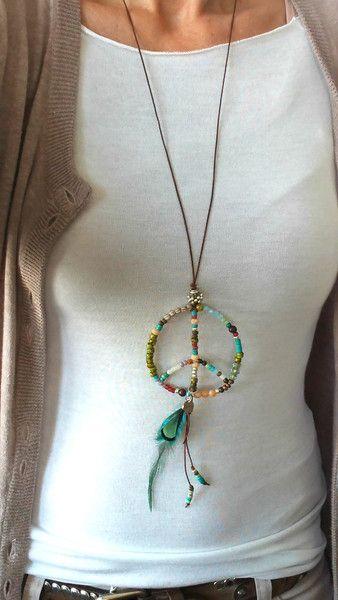 Ketten lang - LEDERBAND Hippie KETTE *Peace for all*bunt - Feder - ein Designerstück von charm_one bei DaWanda