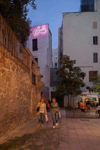 #OnetsBella #Onetsara #whereareyounow #bella #lightingdesign #IYL2015 #deltalight #citutabella #CiutatVella @lupercales.bcn #bcn #neon #lightart #urbanisme #arquitectura #coac @coacatalunya #foment @apdi_somos #apdi