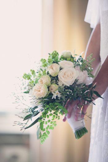 Bouquet Flormidable  http://www.couturehayez.com/blog/couture-hayez-sposa-la-leggerezza-a-villa-muggia-stresa/ Ph Erika Di Vito…  bouquets-rose-felci-ispirazioni-2016-medio-caduta-villa-muggia-couturehayez-foto-erika-di-vito-bouquet-formidable