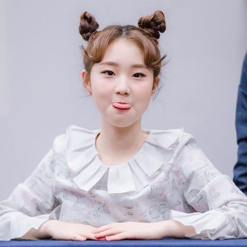 [Fansign] <170211> YeoJin at her Fansign event. ••• Picture doesn't belong to me!. ©timeinoctober on Twitter #LOONA #YeoJin #BlockBerryCreative #Kpop #GirlGroup #Fansign #이달의소녀 #여진
