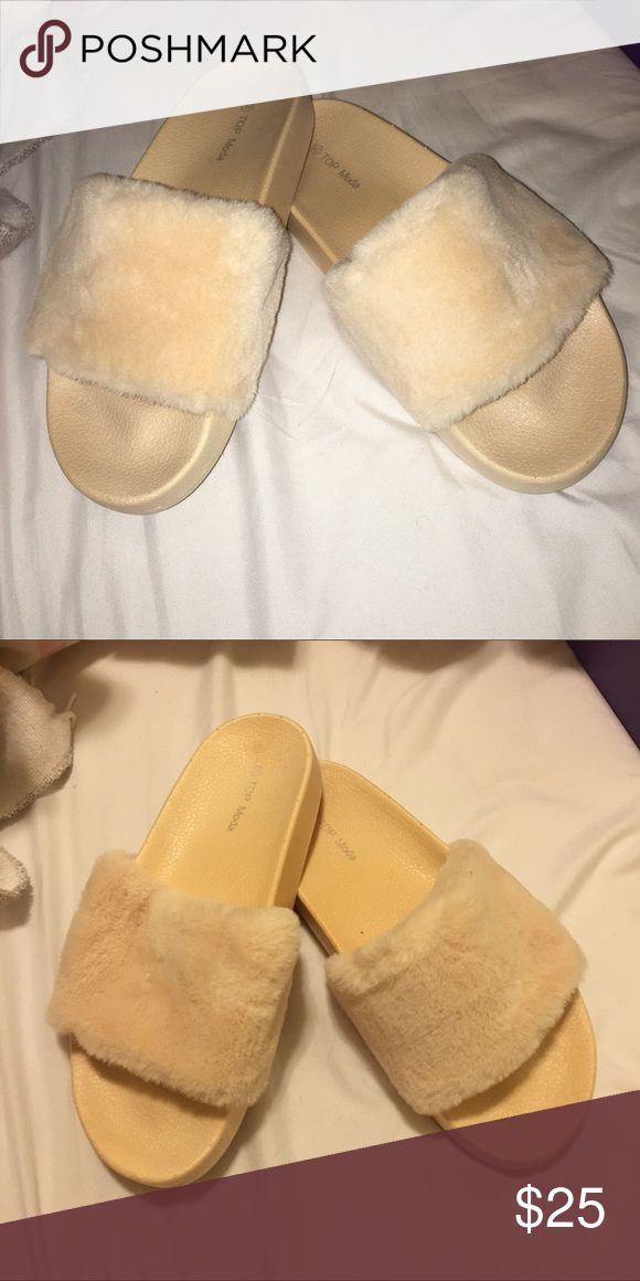 New NUDE color FUR SLIDE size 7.5 Size 7.5. Very similar to the givenchy slides!! Very cute, comfy, stylish for summer and any occasion! NUDE! The best one to match any skin color! Kim kardarshain, Kylie both worn similar ones! FUR slide. Original box included. Ignore the bad lightening of my pics... thank you! Tilly's Shoes Sandals