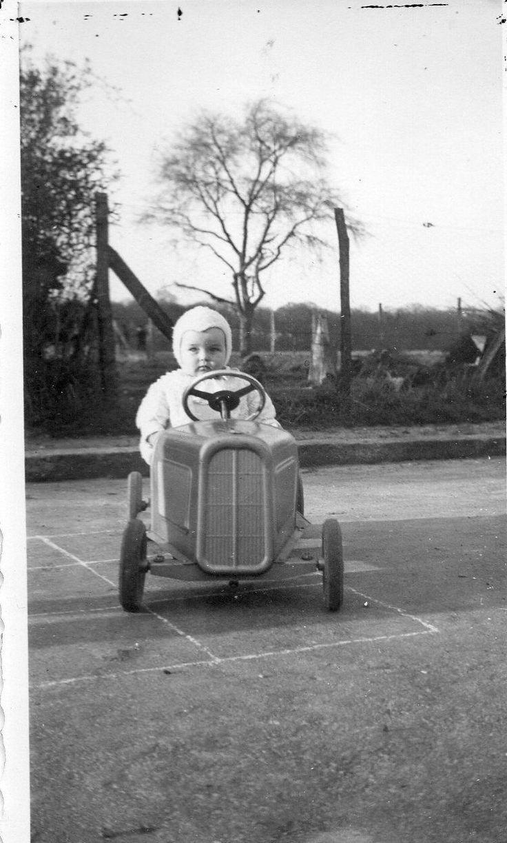 photographie anonyme vintage snapshot voiturette voiture. Black Bedroom Furniture Sets. Home Design Ideas