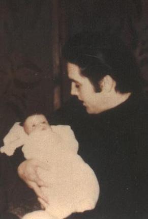 Elvis and Lisa-Marie: Presley Families, Presley Photo, Baby Lisa, Mary Presley, Lisa Mary, Elvis Baby, Baby Presley, Elvis Lisa, Elvis Presley