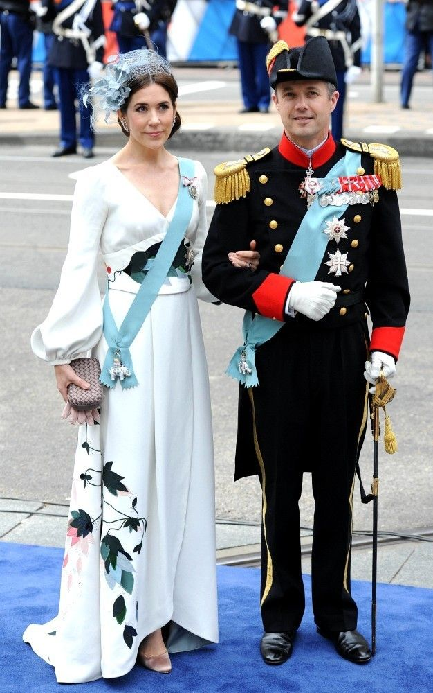 What a dress!!! Silk crepe gown by Charlotte Lynggaard...