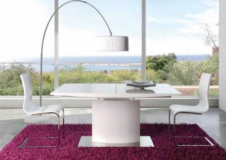 Lekkert spisebord i hvit høyglans med illeggsplater, stoler i høyglans med ben i krom.  www.mirame.no #bord #spisestue #stue #stol #stoler #spisestuestoler #gang #kjøkken #kjøkkenbord #innredning #møbler #norskehjem #mirame #pris  #interior #interiør #design #nordiskehjem #vakrehjem #nordiskdesign  #oslo #norge #norsk  #tre #metall #rom123 #krom #bergen #nyhet #kim #dash #høyglans #table #chairs #ileggsplater #krom