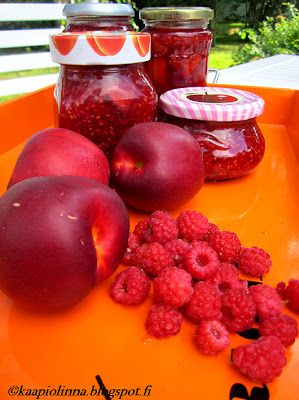 Kääpiölinnan köökissä: Can the can - marmeladia vadelmista ja nektariineista  Raspberry marmalade <3